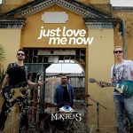 "MOKSHERS: confira o videoclipe de ""Just Love Me Now"""